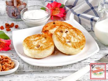 Вкусные сырники с изюмом на завтрак. Как приготовить любимое блюдо?