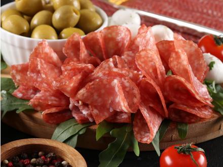 Скидка на сырокопченую колбасу во всех фирменных магазинах ТМ ЕРМОЛИНО!