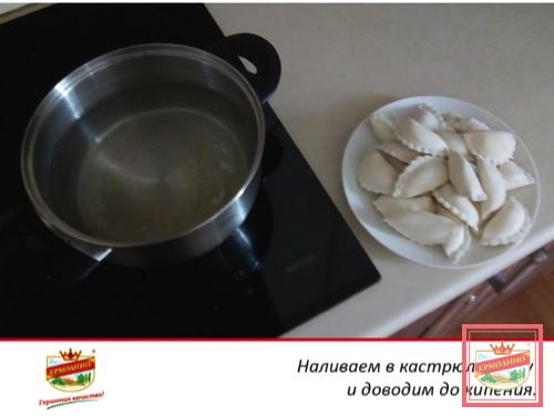 как сварить вареники с вишней в кастрюле